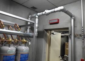 ガス消火設備